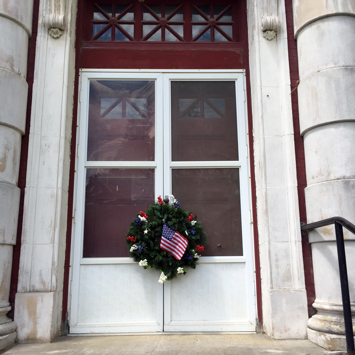 Memorial Building Wreath 2